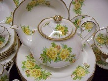ROYAL ALBERT CHINA DINNER SET