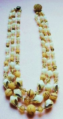 LOVELY 50'S 3 STRAND NECKLACE