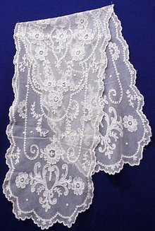ANTIQUE FRENCH LACE NETTED TAMBOUR  LACE RUNNER
