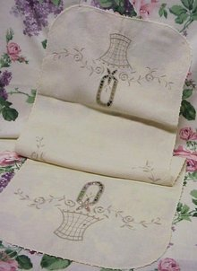 LINEN RUNNER - EMBROIDERY - CUTWORK