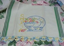 PRETTY VINTAGE IRISH LINEN TOWEL