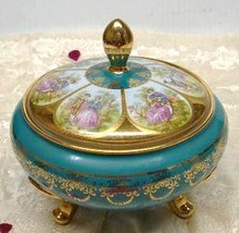 LOVELY LARGE PORCELAIN BOX - LOVE STORY