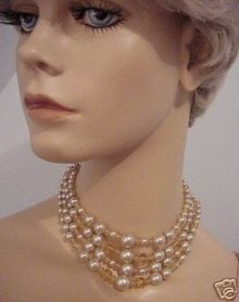 LOVELY 50'S 3 STRAND NECKLACE - CHOKER