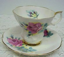 EXQUISITE ROYAL ALBERT CHINA TEA CUP AND SAUCER