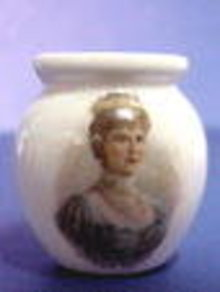 QUEEN MARY Portrait Toothpick Holder