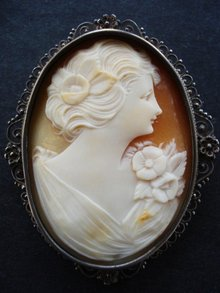 SUPERB  LARGE CAMEO-BROOCH/PENDANT SIGNED