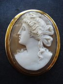 MUSEUM QUALITY GOLD CAMEO BROOCH