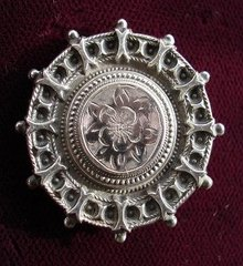 FABULOUS VICTORIAN ETRUSCAN STYLE BROOCH