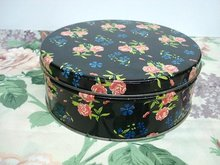 LOVELY ROUND TIN BOX - CHINTZ