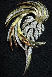PRECIOUS - LARGE - DRAMATIC BOUCHER BROOCH