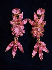 GLAMOROUS SHERMAN DANGLING EARRINGS