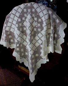 Vintage Lace Table Cloth - Tablecloth
