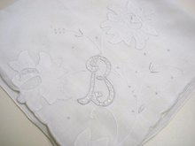 PRETTY EMBROIDERED - ANTIQUE - HANKIE - MONOGRAM *B*