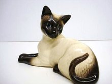 BESWICK FIGURINE - CHARMING YOUNG CAT