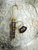 LOVELY UNIQUE GOLD TONE BROOCH - PETIT POINT