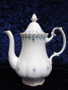 ROYAL ALBERT LARGE COFFEE POT*MEMORY LANE