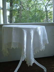 LOVELY ANTIQUE HAND MADE LACE BORDER DAMASK