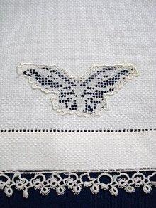 ANTIQUE WHITE TOWEL - TATTING LACE BORDER