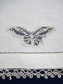 ANTIQUE WHITE TOWEL - TATTING LACE BORDER