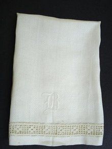 VICTORIAN WHITE TOWEL - LACE & MONOGRAM