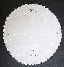 MADEIRA ROUND DOILY-EMBROIDERY/CUTWORK