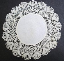 ANTIQUE LINEN CENTER/CROCHET  LACE  DOILY