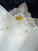 PRETTY EMBROIDERY - SWISS HANKIE