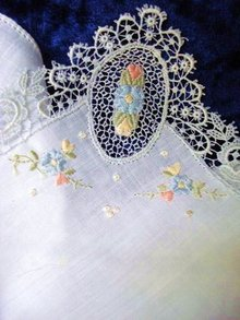 HAND MADE EMBROIDERY & LACE - HANKIE