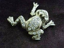 LOVELY FIGURAL RHINESTONE BROOCH - FROG by CORO