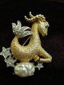 BEAUTIFUL RHINESTONE/PEARL FIGURAL BROOCH -