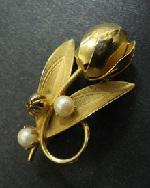 LOVELY FIGURAL BROOCH - GOLDEN TULIP