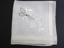 PRETTY  VINTAGE EMBROIDERED HANKIE