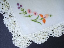 PRETTY LACE & EMBROIDERY HANKIE