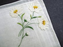 HANKIE - EMBROIDERY & APPLIQUE - DAISIES