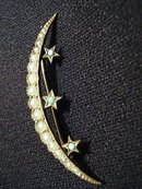 BEAUTIFUL VICTORIAN HALF MOON BROOCH