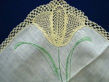 UNCOMMON VINTAGE CROCHET LACE/EMBROIDERY HANKIE