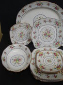 ROYAL ALBERT PETIT POINT 16 PIECE SET-DISHES