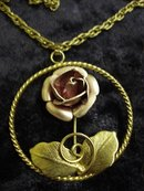 LOVELY VINTAGE FLORAL PENDANT & CHAIN