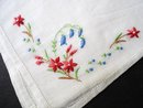 PRETTY VINTAGE HANKIE - EMBROIDERY