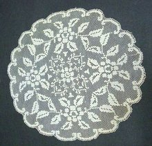 FINE VICTORIAN STYLE FILET LACE  ROUND  DOILY