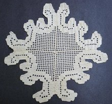 QUITE UNIQUE  STYLE CROCHET LACE  DOILY