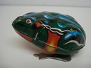 VINTAGE WIND UP TOY PRETTY  GREEN FROG