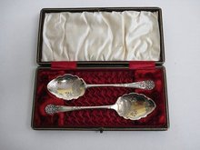 SILVER - ENGRAVED SPOONS in BOX