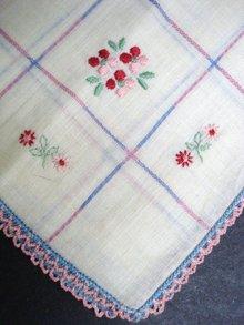 Pretty Vintage Hankie - Floral dainty embroidery