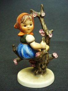 Beautiful Hummel Figurine - APPLE TREE GIRL