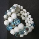 BRACELET MILK GLASS / BLUE CRYSTAL BEADS