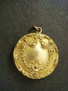 Exquisite Victorian Gold Locket Ornate Gold Top