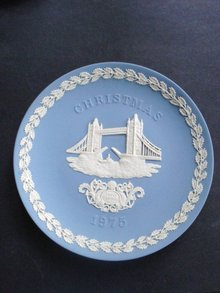 Jasperware Christmas Plate 1975 Tower Bridge
