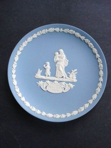 Mother's Day Plate 1974 by Wedgwod