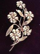 Charming Flral Brooch or Pin